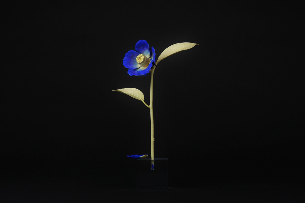 木彫・一輪挿し【青い椿】